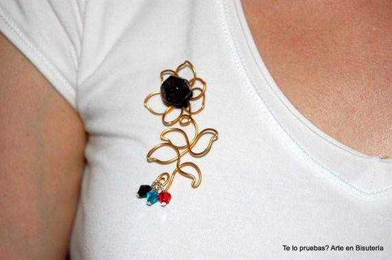 Broche La Flor de Seesa 1044936_665440020148107_257089243_n